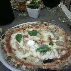 Pizza Napoletana, Milano - Instagram by estounaitalia