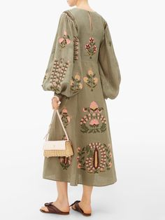 Fashion Drawing Dresses, Fashion Dresses, Iranian Women Fashion, Kurta Designs Women, Embroidery Dress, Classy Outfits, Vintage Dresses, Women Wear, Clothes For Women