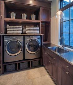 Who says that having a small laundry room is a bad thing? These smart small laundry room design ideas will prove them wrong. Small Laundry Rooms, Laundry Decor, Laundry Room Organization, Laundry Room Design, Laundry Baskets, Laundry Area, Laundry Storage, Farmhouse Laundry Room, Small Storage