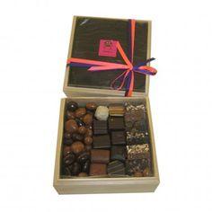 Coffret en bois de chocolats http://www.tetedecabosse.com/boites-cadeau-chocolat/77-coffret-bois.html