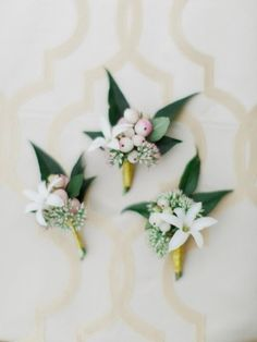 romantic estate wedding boutonnieres - photo by Rachel May Photography