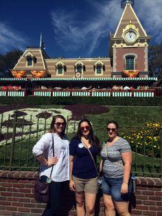 21 Disneyland Resort Tips & Tricks - Traveling Nine to Fiver Disneyland Ideas, Disneyland Secrets, Disneyland Vacation, Disney Secrets, Disney World Tips And Tricks, Disney Trips, Universal Hollywood, Disney Fun Facts, Disneyland California Adventure