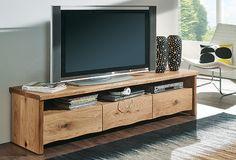 """TV-Lowboard """"Trevano 02"""" - ein Massivholzmöbelstück aus bester Handwerks-Tradition für ein gutes Wohngefühl! Die Natürlichkeit des massiven Wildeichenholzes bringt Leben in Dein Wohnzimmer. Verstaue Deine Multimedia-Geräte in einem Möbelstück mit besonderem Charakter und modernem Baumkanten-Abschluss. Schubladen bietet zusätzlichen Stauraum."""