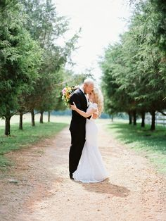 Photography: Sawyer Baird - http://www.stylemepretty.com/portfolio/sawyer-baird   Read More on SMP: http://www.stylemepretty.com/2014/09/09/beautiful-bright-inspiration-shoot-at-carnton-plantation/