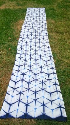 This is the second half of my Sekka Shibori experiment. The first half, which covers the basics and folding can be read here.  This is where...