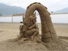 Sand dragon amazing art which is mind blowing and this sand art will amaze you to blow your mind and you say what an amazing sand art sculpture. Snow Sculptures, Art Sculpture, Art Plage, Snow Art, Land Art, Beach Art, Sand Beach, Nature Wallpaper, Oeuvre D'art