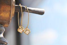 Boucles d'oreilles Zircon naturel (silicate de zirconium) en cage de laiton, bijou fin, délicat, moderne, léger : Boucles d'oreille by Myo jewel