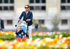 Natalie Portman and her adorable son Aleph stepped out to admire all th beautiful spring flowers in Paris. The pair were spotted hanging out in the gardens, having a blast on the carousel, and roaming the bustling city streets. Sounds like a blast!