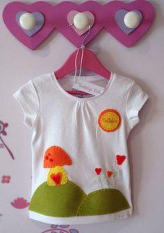 Camiseta niña decorada y personalizada con el nombre