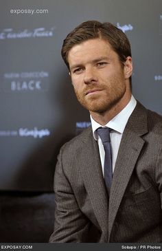 Xabi Alonso Real Madrid, Xavi Alonso, George Alsford, Claudio Marchisio, Mens Hairstyles With Beard, Fc Liverpool, Rugged Men, Men's Football, Famous Men