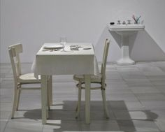 George Brecht. Lavabo (1963) y Mesas y sillas (1962-1963)