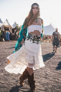 Annalise Mclachlan Festival Style at Bluesfest 2016 | Spell & The Gypsy Collective
