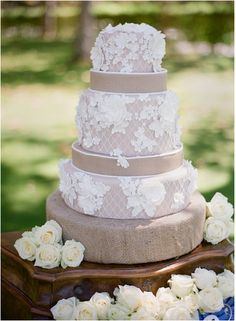 Beautiful burlap and lace style cake.  Link takes you to some gorgeous burlap and lace ideas!