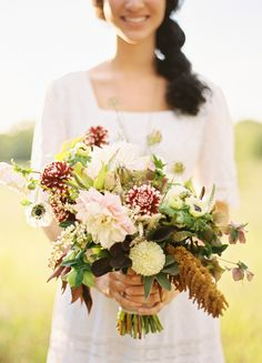 farm fresh wedding.  textural bridal bouquet.  flowers by bows and arrows.  photography by ryan ray.