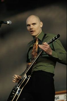 Billy Corgan of The Smashing Pumpkins. OMG I would kill to see the smashing pumpkins lives. Rock N Roll, Billy Corgan, Music People, Cool Guitar, Latest Music, My Chemical Romance, My Favorite Music, Music Stuff, Music Is Life