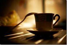 Découvrez 15 photos GENIALES de tasses de café et comment elles peuvent vous faire progresser ! | Studio Photo Numérique
