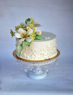 Small wedding cake with flowers - Cake by majalaska
