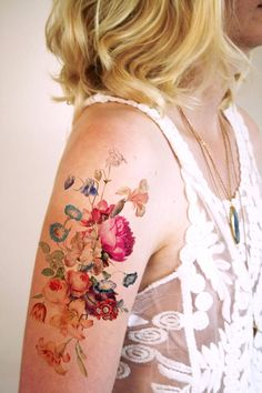 Tattoorary – Les magnifiques tatouages éphémères de Wilma Boekholt 14/03/2016 // design tatouage partager tweeter  Les superbes tatouages temporaires de la designer Wilma Boekholt, aka Tattoorary, qui propose de jolies créations douces et poétiques, vintage ou contemporaines, sur sa boutique Etsy. Et si vous préférez porter vos propres créations, je vous recommande Momentary Ink, qui vous propose de tester vos futurs tatouages avec des tatouages temporaires sur mesure.