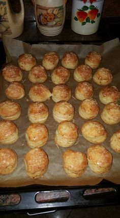 Cheese and yeast scones No Salt Recipes, Baking Recipes, Pastry Recipes, Dessert Recipes, Desserts, Pogaca Recipe, Easy Sweets, Savory Pastry, Hungarian Recipes