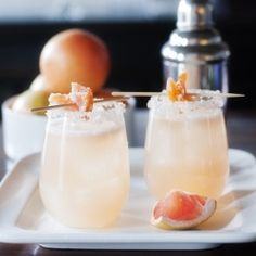 Candied Grapefruit Cocktail 1 ounce gin 4 ounces freshly squeezed grapefruit juice 1 teaspoon agave nectar 2 candied grapefruit peels