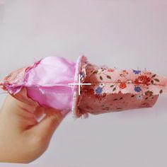 バレリーナシューズみたい♪靴型ポーチの作り方。ふでばこDIY – Handful[ハンドフル] Small Bags, Coin Purse, Pouch, Pencil, Headbands, Sewing, Mini, Crochet, Vintage