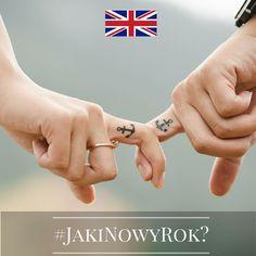 """Jaki będzie Nowy Rok? Tego jeszcze nie wiemy, ale znamy ciekawe sylwestrowe i noworoczne zwyczaje europejczyków. Chcecie je poznać? Śledźcie naszą instakampanię każdego dnia, aż do 1 stycznia 2016 r. Wejdźmy w nowy, 2016 rok razem z nadzieją i uśmiechem!  Dzień 22 - Wielka Brytania! Równo o północy, Brytyjczycy łapią się za ręce i wspólnie śpiewają """"Auld Lang Syne"""". Wiecie, jak to leci? :) #JakiNowyRok? #KE #UE #Zwyczaje #NowyRok #Sylwester #UE28 #UniaEuropejska #RazemWnowyRok…"""
