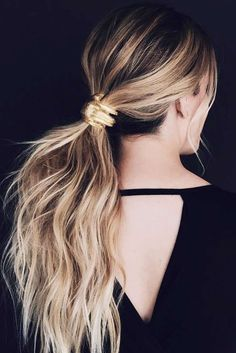 Cute ponytails are conquering the world of fashion, and if you do not want to stay behind, stay tuned with us. We are aware of all the latest trends!