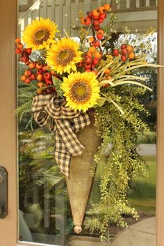 Step by Step Fall Door Arrangement Do you need something new for your front door for the fall? This arrangement can be made in a matter of minutes. And will have your front door ready for fall visitors! Autumn Decorating, Porch Decorating, Decoration Entree, Fall Flower Arrangements, Fall Wreaths, Autumn Wreaths For Front Door, Thanksgiving Wreaths, Door Wreaths, Fall Flowers