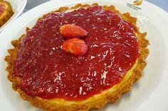 Cheesecake com molho de morangos