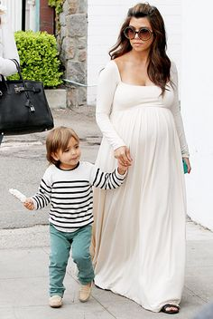 Even Kim has admitted that Kourtney's maternity style is second to none. If you're expecting and are looking for some style inspo, check out these tips on how to steal Kourtney Kardashian's maternity style. Kourtney Kardashian, Kardashian Style, Kardashian Family, Kardashian Fashion, Kardashian Jenner, Maternity Wear, Maternity Fashion, Maternity Dresses, Maternity Style
