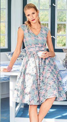 Princess Line Dress Burda Feb 2017 http://www.burdastyle.com/pattern_store/patterns/princess-line-dress-022017