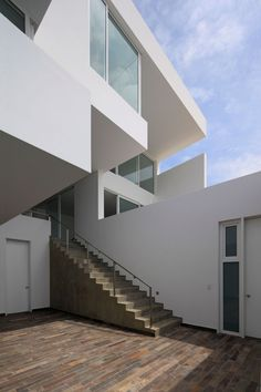 Deployed House by Seinfeld Arquitectos | HomeDSGN, a daily source for inspiration and fresh ideas on interior design and home decoration.