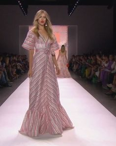Runway Show by Badgley Mischka Runway Fashion, Fashion Show, Fashion Design, Elegant Dresses, Beautiful Dresses, Kurta Designs Women, Gala Dresses, Luxury Dress, African Dress