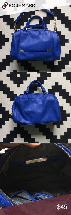 Shoulder Bag Beautiful Like New Olivia and Joy shoulder bag! Gold detailing and lots of pockets. Olivia + Joy Bags Shoulder Bags