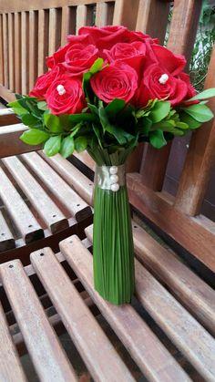 Buquê de noiva do final de semana. #flores #cursodeartefloral #demontracao #floriculturas #robsonviana #santacruzdosul #escoladeartefloralweissblumenn #rosa #weissblumenn #flowers #floricultura #demonstração #buquedenoiva