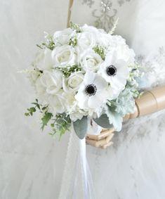 トレンドアネモネとローズ、かすみ草のクラッチブーケです。 すべて造花でできております。 Silk Flower Bouquets, Silk Flowers, Floral Wreath, Wreaths, Decor, Flowers, Floral Crown, Decoration, Door Wreaths