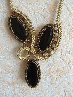 """Photo from album """"Колье"""" on Yandex. Seed Bead Jewelry, Bead Jewellery, Jewelry Art, Beaded Jewelry, Handmade Jewelry, Beaded Necklace, Jewelry Design, Unique Jewelry, Necklaces"""