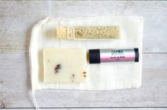 This mini gift set is designed for anyone who loves the spa experience. It includes Relax + Calm + Detox bath salt which is perfect for manicure or pedicure, sample size soap & natural lip balm all packed into a natural muslin bag with a cute tag. This set can be perfect for wedding favors, bridal shower gift, bridesmaid gifts, gift for her, girls night out spa theme party and valentines day gift ........................................................................................... T...