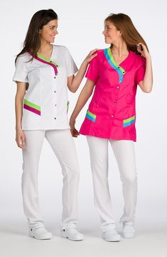Comprar Casaca Manga Corta Colores barato online de Lacla en MOBELKIDS por sólo 23,55 € Spa Uniform, Scrubs Uniform, Kurta Style, Lab Coats, Nurse Costume, Nursing Clothes, Scrub Tops, Look, Couture