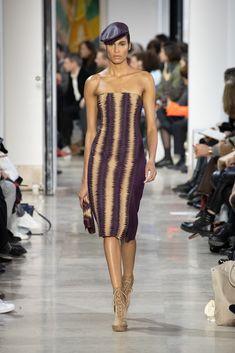 Fashion Week Paris Fall/Winter 2020 look 45 from the Akris collection womenswear Fashion Week, Skirt Fashion, Fashion Show, Stretch Pencil Skirt, Ribbed Cardigan, Velvet Jacket, Silk Wool, Silk Crepe, Sheath Dress