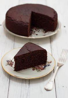 Questa torta al cioccolato vegan e senza glutine altissima ti lascerà senza parole: soffice, morbida e super cioccolatosa. Buonissima!