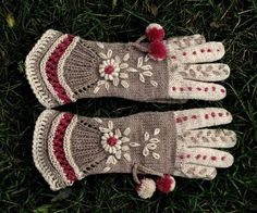 Items similar to Vintage Victorian Lace Gloves - Above the Clouds on Etsy Vintage Victorian Lace Gloves -exemple de paire de gant au tricot Crochet Gloves Pattern, Mittens Pattern, Knit Or Crochet, Fingerless Mittens, Lace Gloves, Knitted Gloves, Hand Knitting, Knitting Patterns, Models