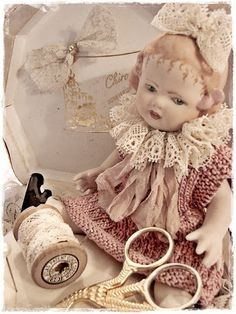 (via vintage doll she made her dolls clothes | Hello Dolly! | Pinterest)