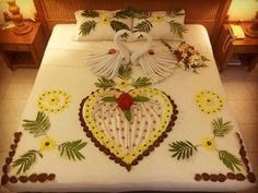 Fihalhohi Romantic Images, Romantic Gifts, Towel Origami, Honeymoon Packages, Heart Decorations, Flower Art, Heart Shapes, Birthday Parties, Valentines