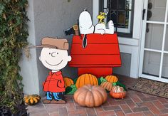 This is the Thanksgiving setup for the Peanuts Yard art. Next year will make Halloween related extras. – All About Garden Halloween Yard Art, Christmas Yard Art, Christmas Yard Decorations, Thanksgiving Decorations, Holidays Halloween, Vintage Halloween, Halloween Crafts, Halloween Decorations, Lawn Decorations