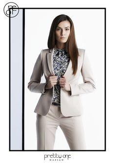 #lookbook #prettyonewarsaw Spring Summer 2015 Beżowy garnitur, koszula w drobne kwiaty. Spring Summer 2015, Vogue, Blazer, Blouse, Long Sleeve, Sleeves, Jackets, Women, Fashion