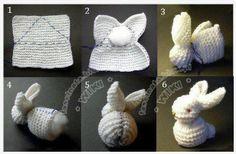"""En søt kanin til påske? Strikke, eller hekle firkanten og gjør videre som vist på bildene, og """"vips"""" så har du laget din egen :) Bruk gjerne pelsgarn eller annet """"fluffy"""" garn ;)"""