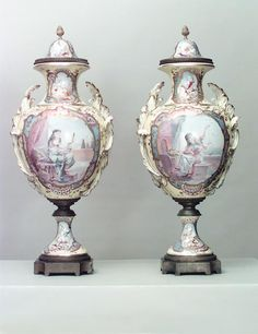 French Victorian accessories urn/vase porcelain