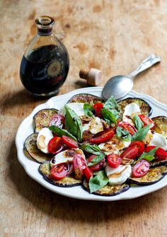 Eggplant Caprese Salad With Fried Garlic and Balsamic - eggplant/aubergine sea salt olive oil (would reduce) garlic cloves cherry tomatoes/regular tomato soft mozzarella cheese (preferably buffalo - might reduce) basil leaves aged balsamic vinegar pepper Salade Caprese, Caprese Salad Recipe, Salad Recipes, Fruit Salad, Pizza Und Pasta, Grilled Eggplant, Eggplant Salad, Eggplant Appetizer, Tomato Cream Sauces