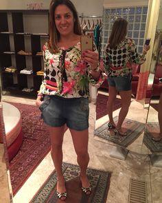 Shorts jeans com bata estampada
